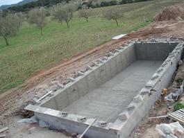 Gunitado durante la construcción de una piscina
